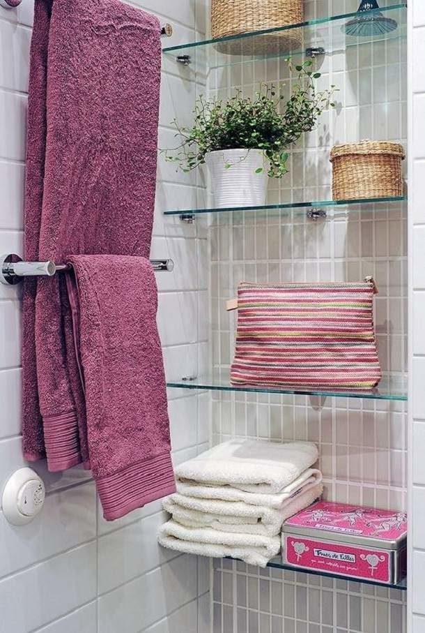 Декором могут служить самые простые вещи, присутствующие в каждой ванной