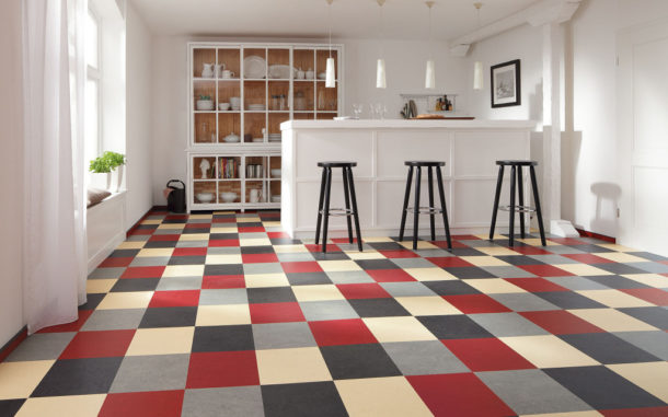 Выбираем подходящее напольное покрытие для кухни
