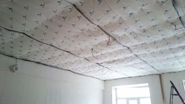 Крепим шумоизоляционные материалы на потолок правильно