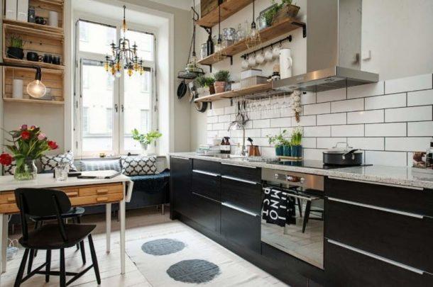 Обилие дневного света на кухне