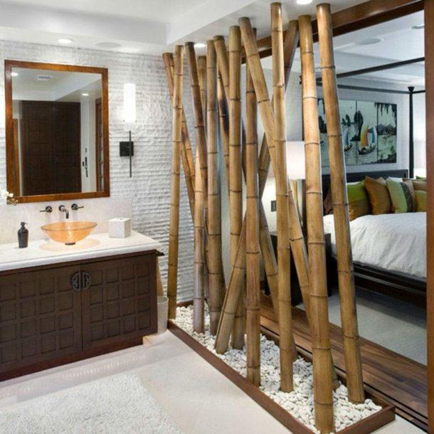 Зонирующая декорация из бамбуковых стволов
