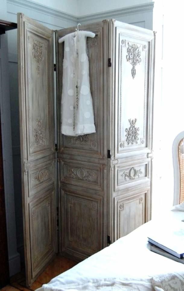 Вот такую оригинальную ширму можно сделать из старых дверных полотен