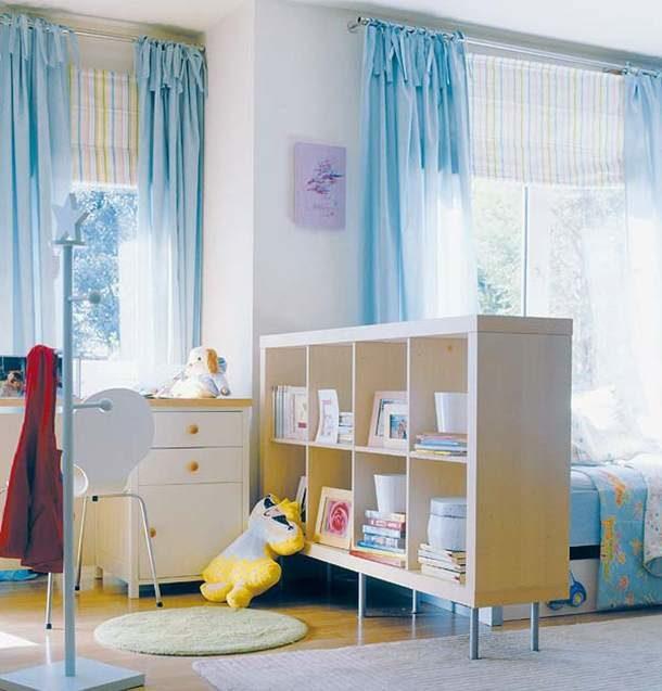 Перегородка с полочками для детской комнаты