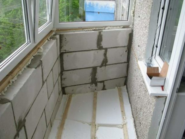 Перед выбором утеплителя нужно выяснить, какую нагрузку может выдержать балконная плита
