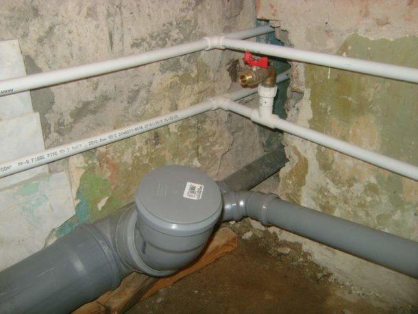 Меняем трубы водоснабжения и канализации