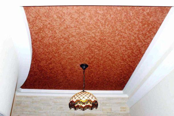 Замшевый потолок в зале