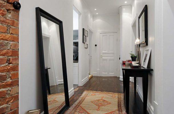 Большое зеркало можно просто поставить у стены