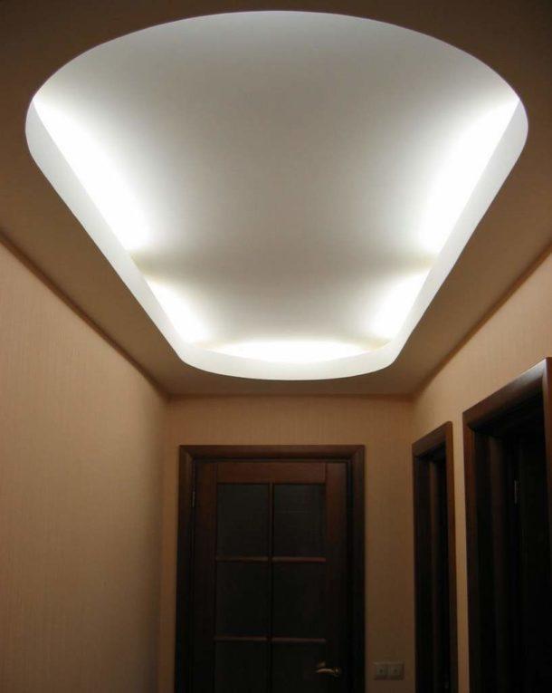 Достаточно простой, но очень эфффектный двухуровневый подвесной потолок