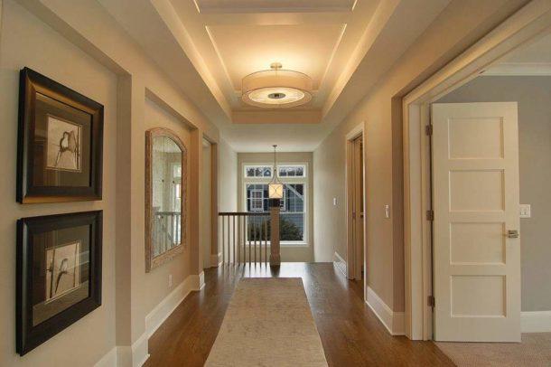 Красивый гипсокартонный потолок станет эффектным дополнением любого коридора