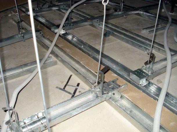 Металлический каркас на пружинных подвесах