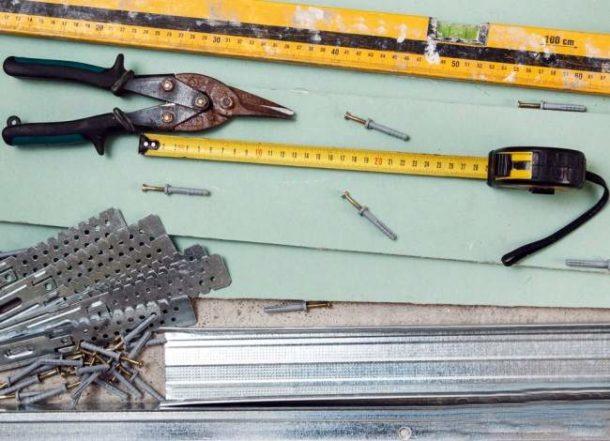 Для монтажа конструкции необходимо подготовить специальные материалы и инструменты