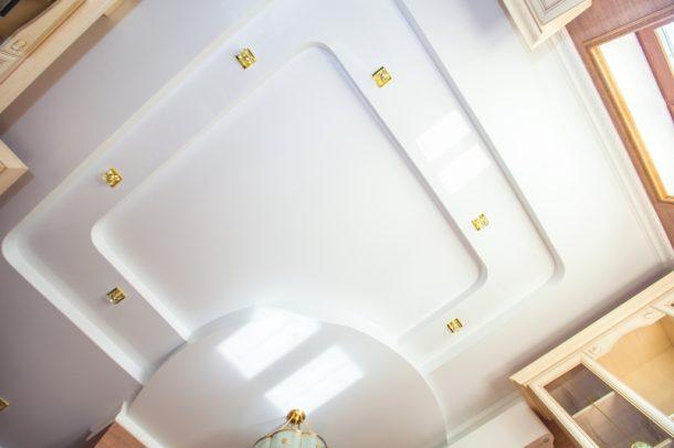 ГКЛ и натяжное полотно предоставляют совершенно разные дизайнерские возможности