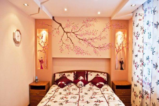 Потолок нежно-персикового цвета