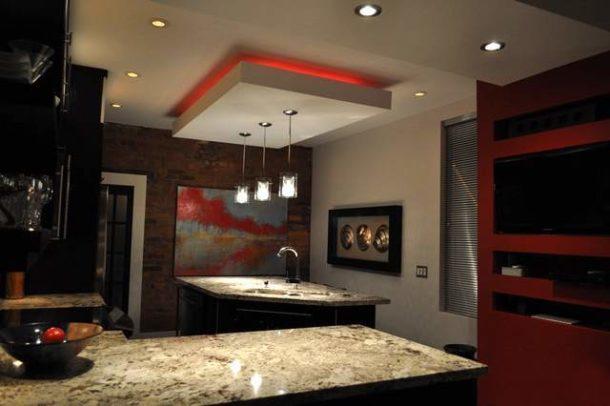 Выделение обеденной зоны кухни с помощью правильной подсветки