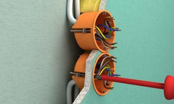 Устанавливаем розетки и выключатели в ГКЛ