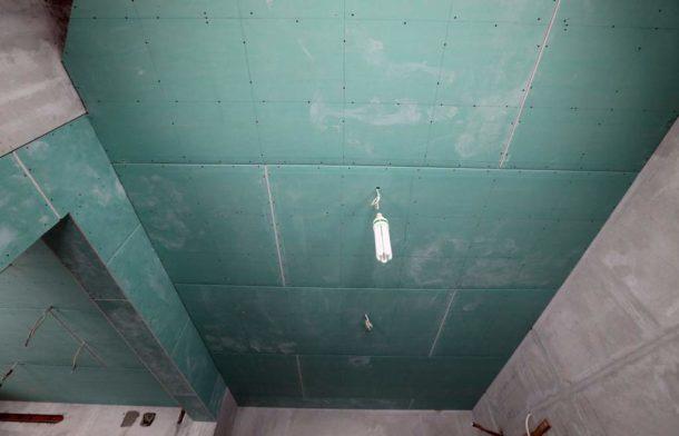 Следование инструкции и советам мастеров при обшивке потолка - залог успеха