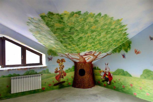 Роспись потолочной поверхности из ГКЛ в спальне малышей