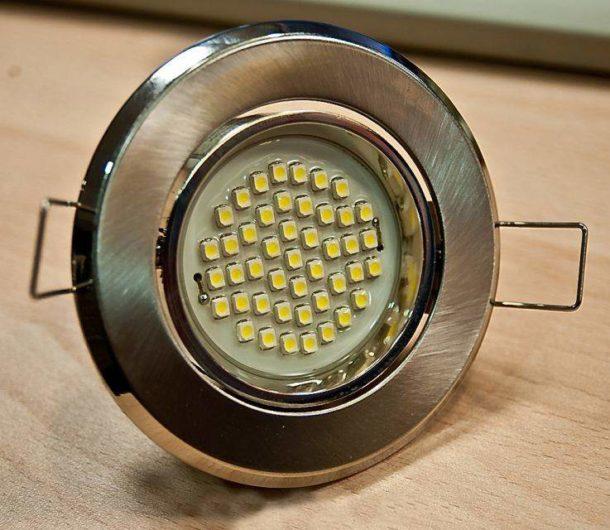 Точечный светодиодный потолочный светильник