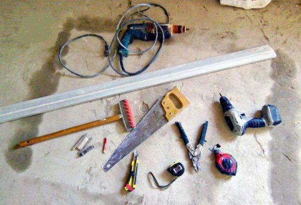 Инструмент для сборки потолочной конструкции