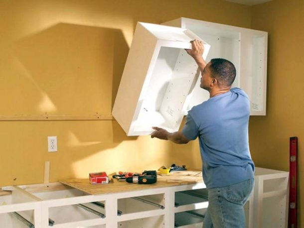 Вешаем шкафчики на стену из гипсокартона
