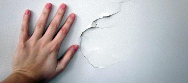 При ремонте такой трещины потребуется армирование