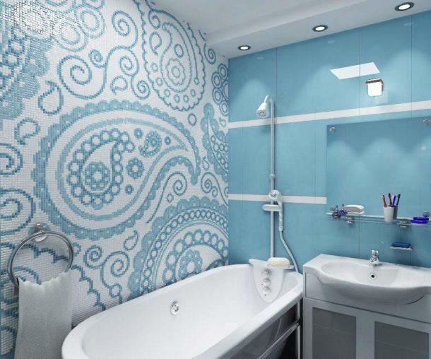 Мозаичное панно на всю стену в голубой ванной комнате