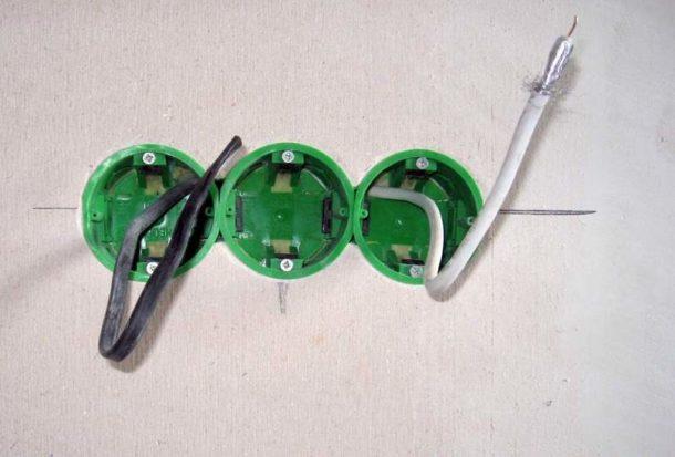 Подключаем розетку к двужильному кабелю