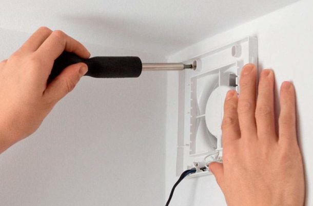 Устанавливаем вентилятор в ванной правильно