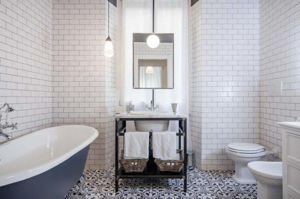 Белая ванная в стиле лофт