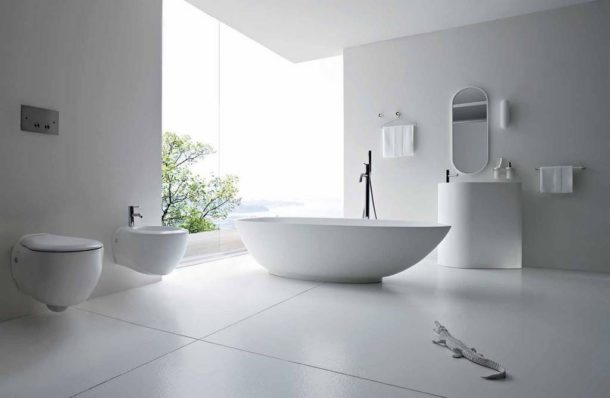 Изысканная белая ванная