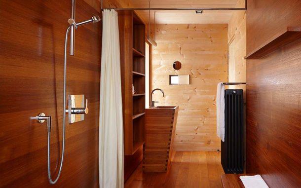 Эксклюзивный вариант: ванная комната, полностью отделанная деревом