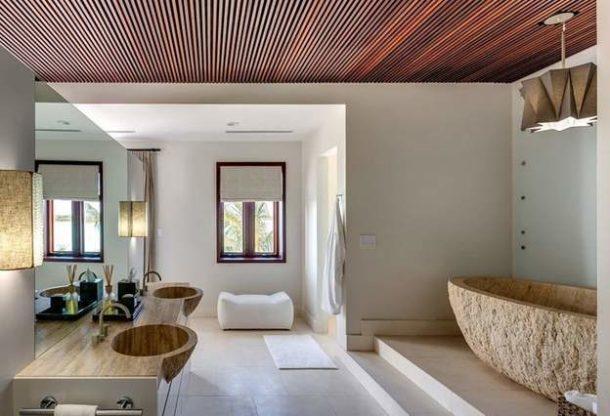 Шикарная светлая ванная, оформленная в экостиле