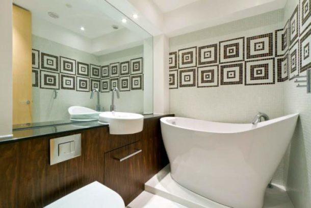 Компактная ванна в санузле в хрущевке
