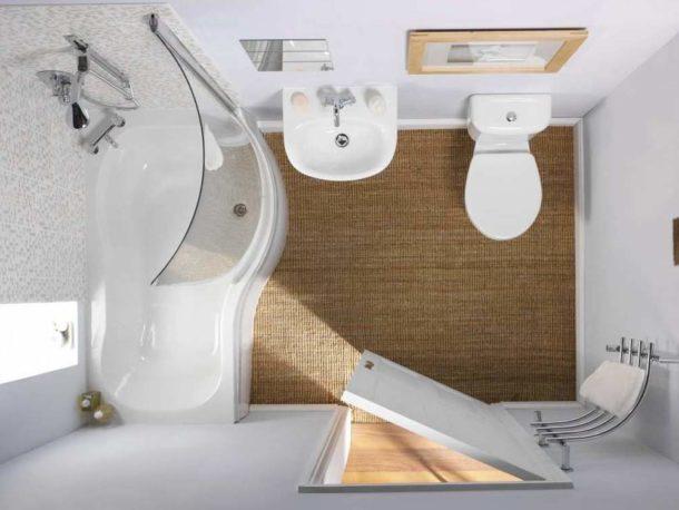 Светлая отделка маленькой ванной комнаты