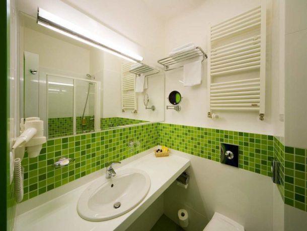 Зеленые мозаичные вставки