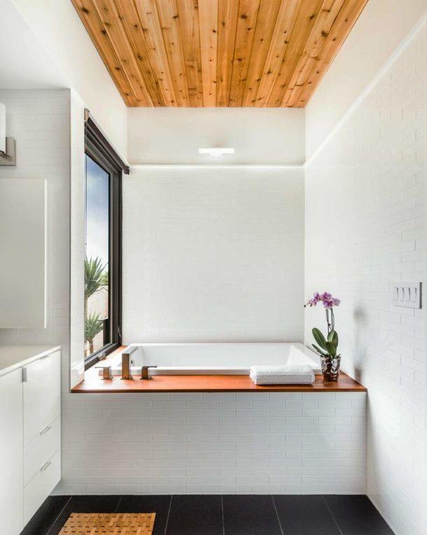 Деревянные доски на потолке