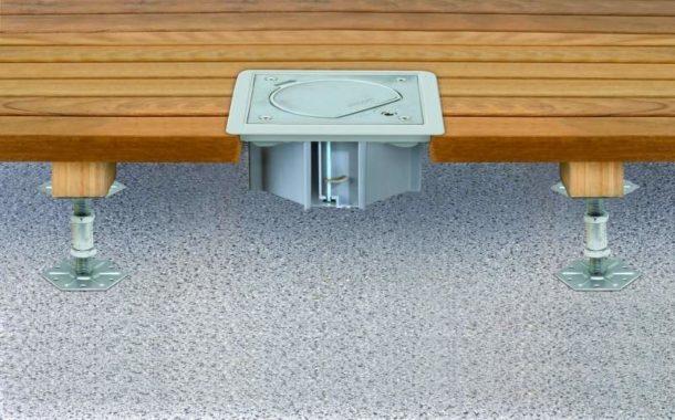 Монтаж розеточного блока в деревянный пол