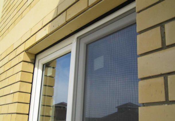 Окно с уплотнительной лентой