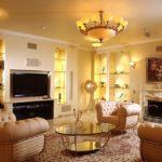 Теплый свет в гостиной