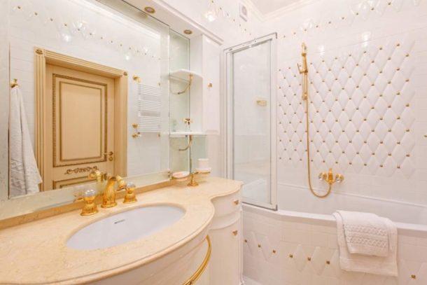 Классический интерьер в небольшой ванной