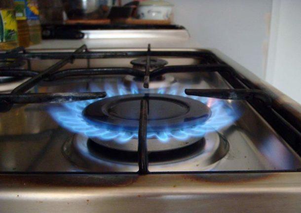 Выясняем, как поменять плиту на газу