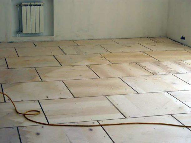Зашитый фанерой деревянный пол