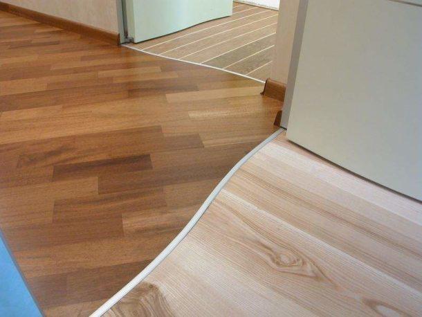 Пример оформления стыков покрытия между комнатами