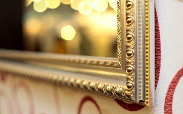 Обрамление для зеркала из потолочного плинтуса