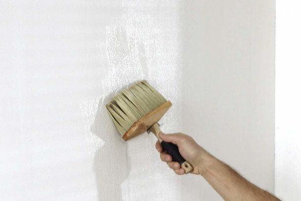 Листы на основе из флизелина клеятся сухими на смазанную клеем стену