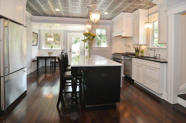 Оформление кухонной потолочной поверхности плиткой