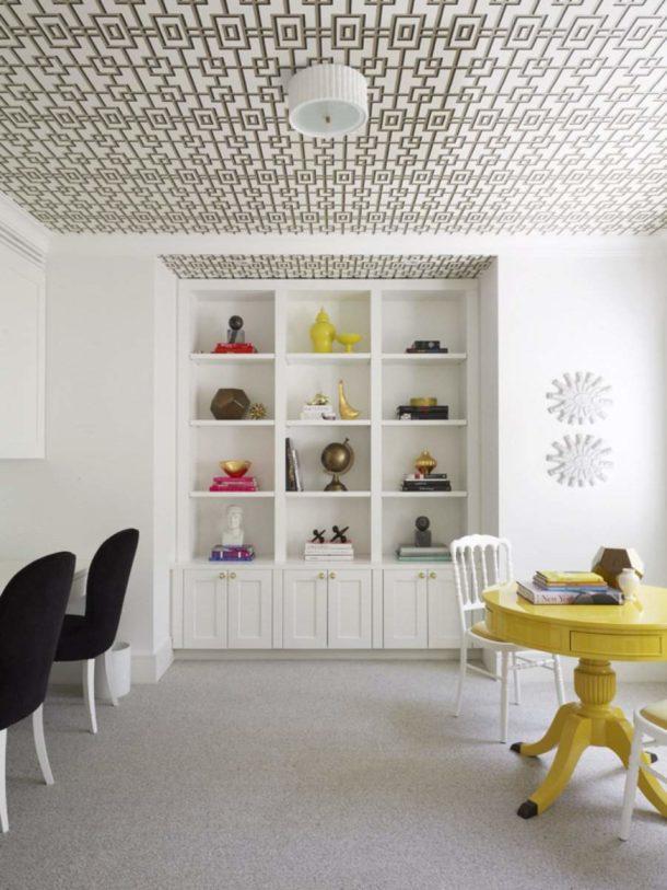 Варианты оклейки потолка в квартире