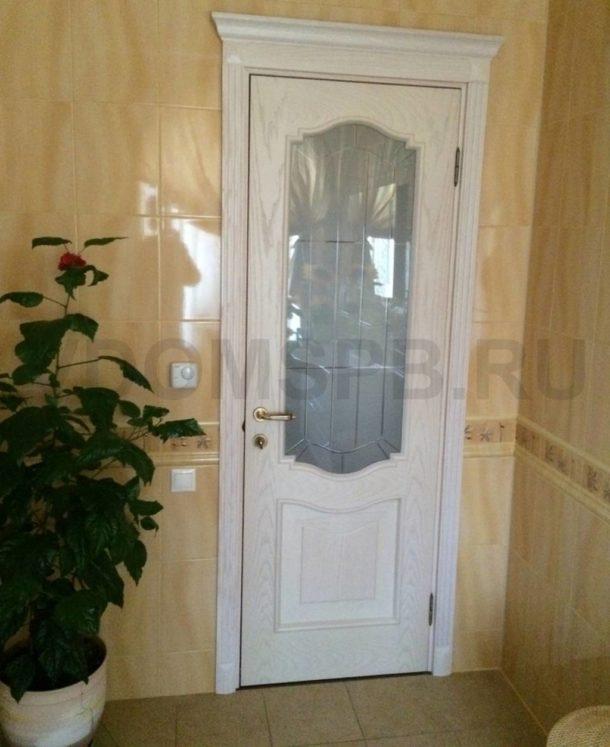 Классическая дверь, фанерованная шпоном ясеня