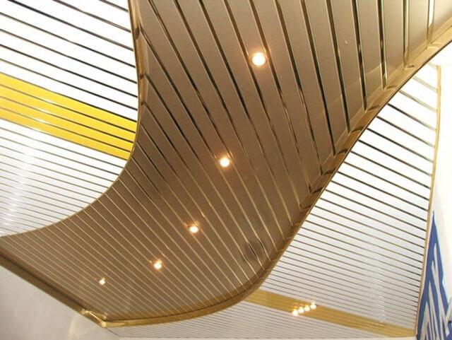Потолок грильято, он же подвесной решетчатый потолок