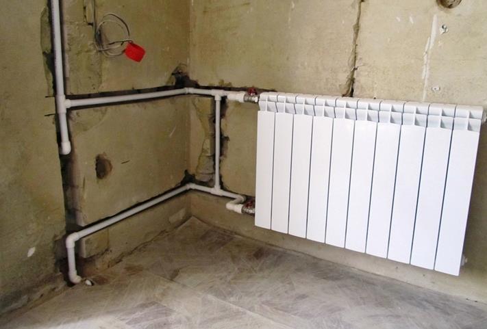 Прячем трубы отопления в стене